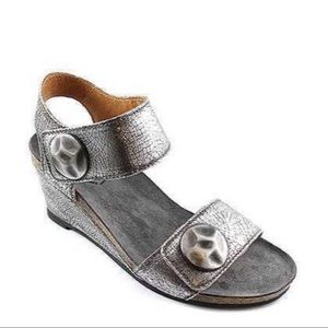 Taos Pyramid Sandal In Pewter 39